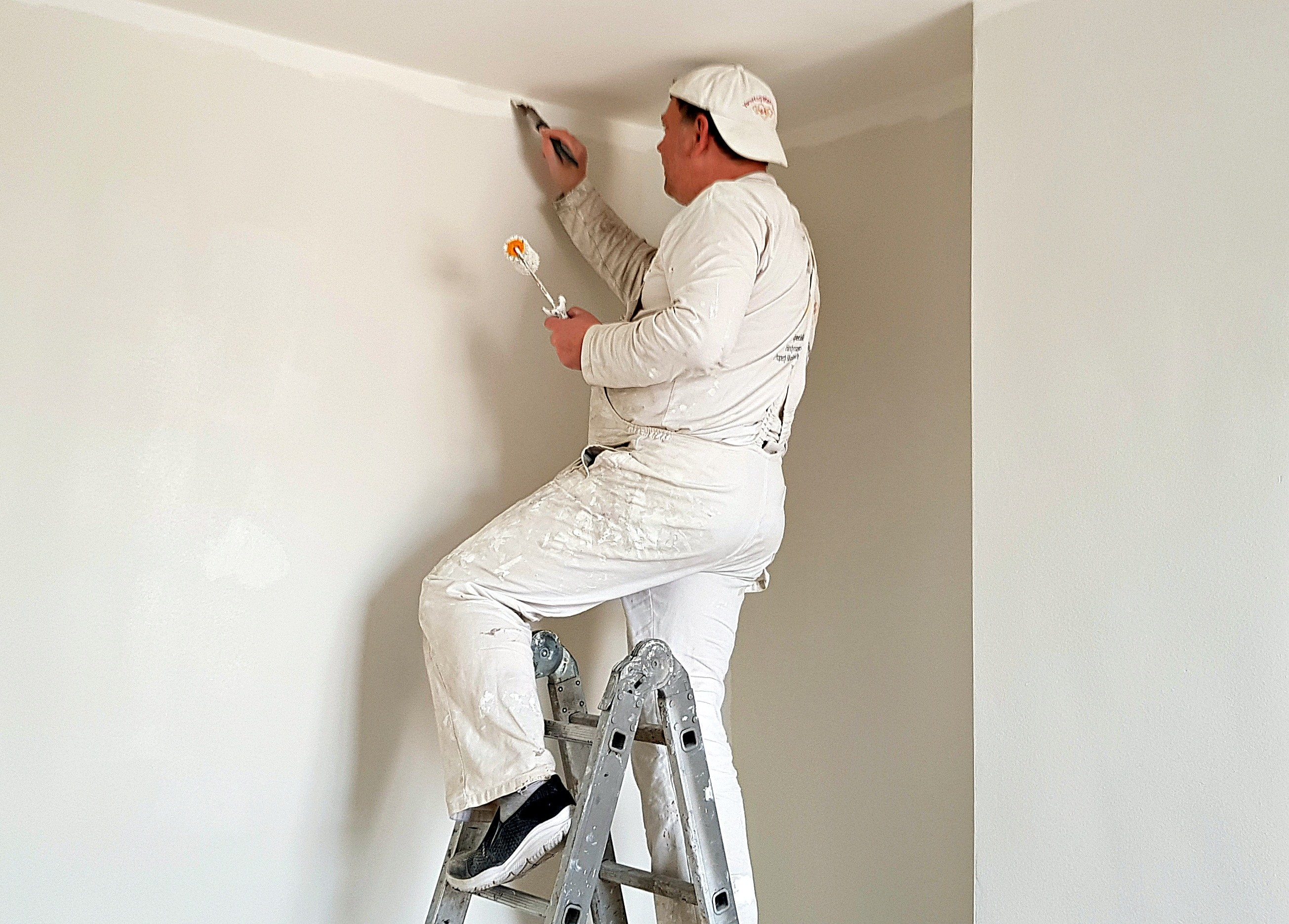 Painters in White City - YoursHandyMan Team